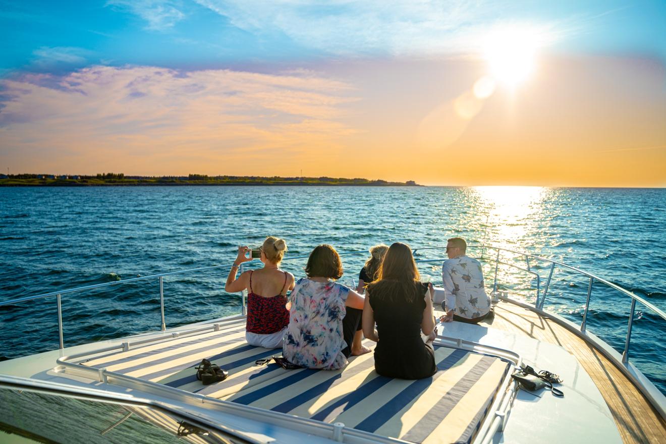 Boat & Yacht Cruises