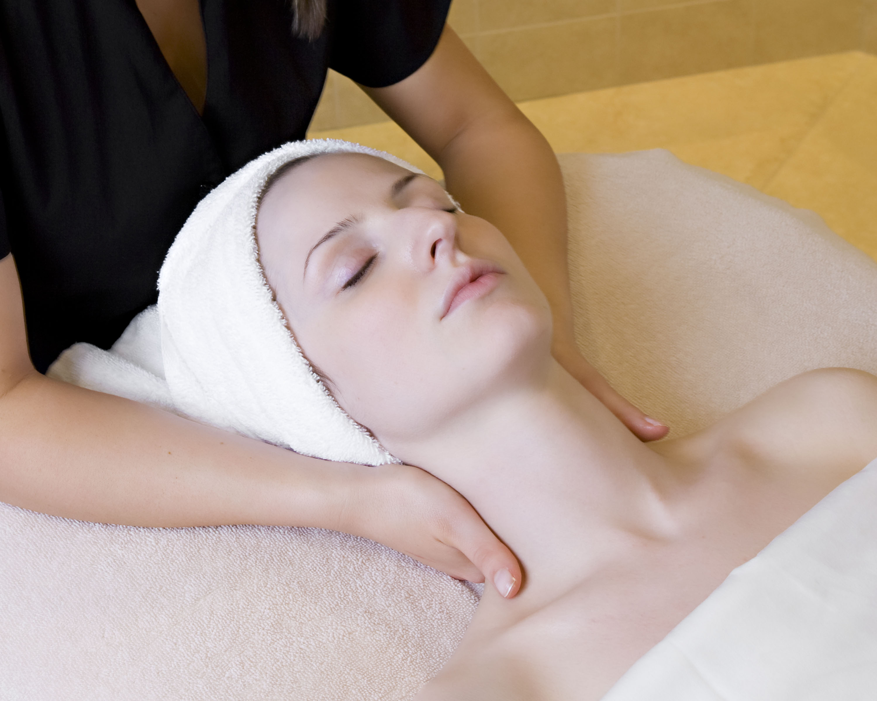 Are you lost without your skin care therapist? Well, you can relax. The team at Dol-as Spa is here to assist you until you can visit us again.